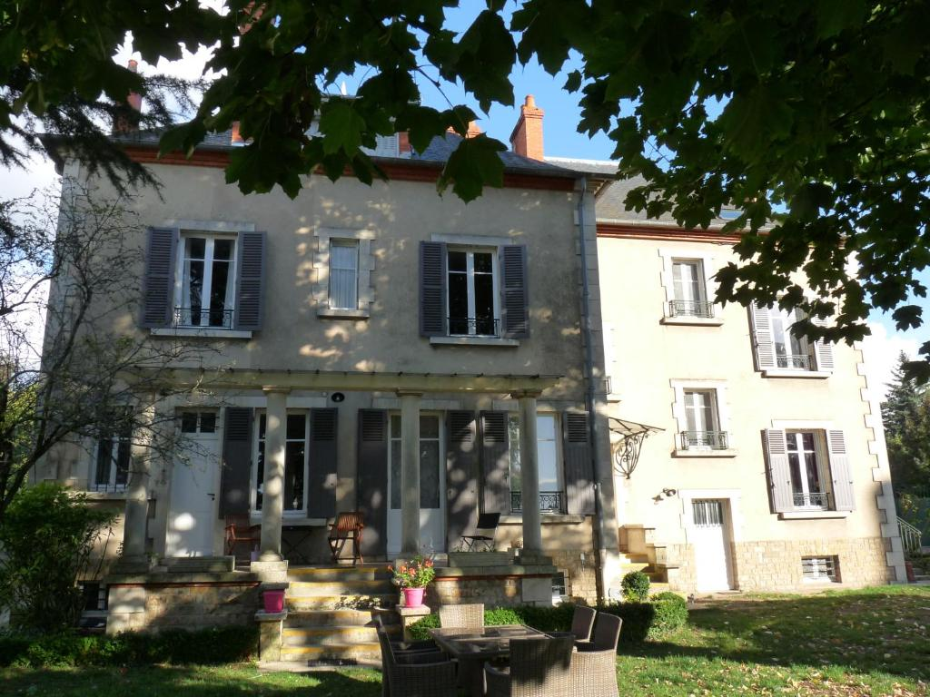 Chambre D Hote Nevers Bed And Breakfast Côté Parc Côté Jardin Nevers France Booking