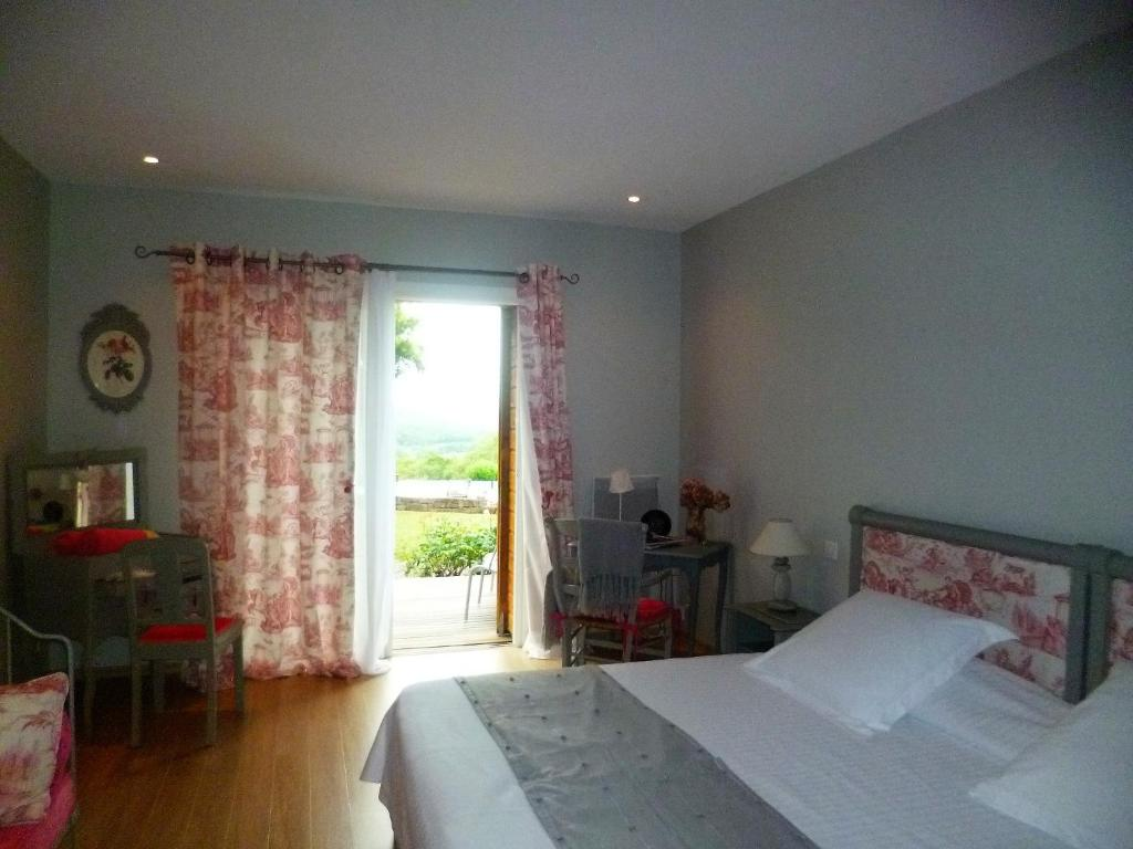 Chambre Et Table D Hote Aveyron Bed And Breakfast Chambre D Hotes Le Ponsonnet Conques En