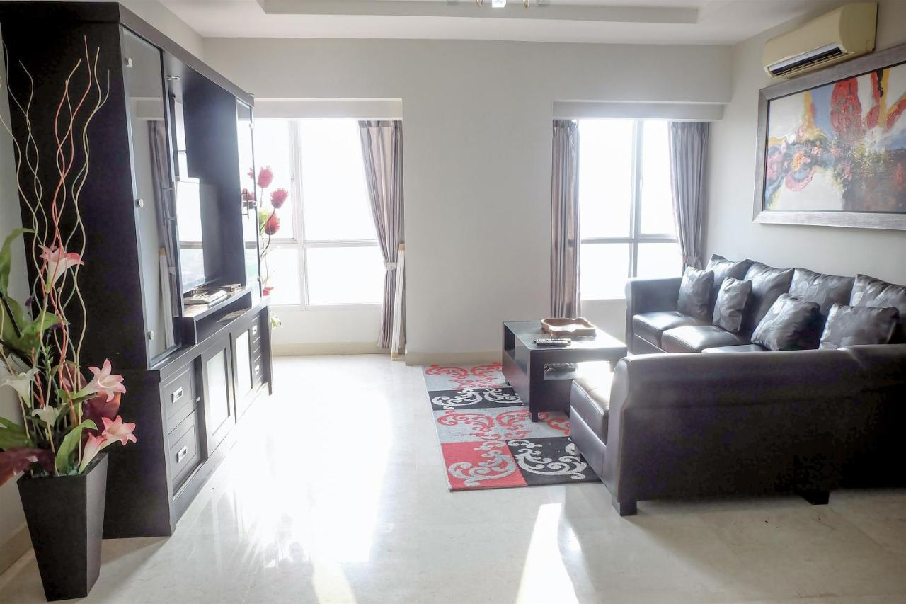Interior Hijau 2br Premium Apartment Berlian Jakarta Indonesia Booking