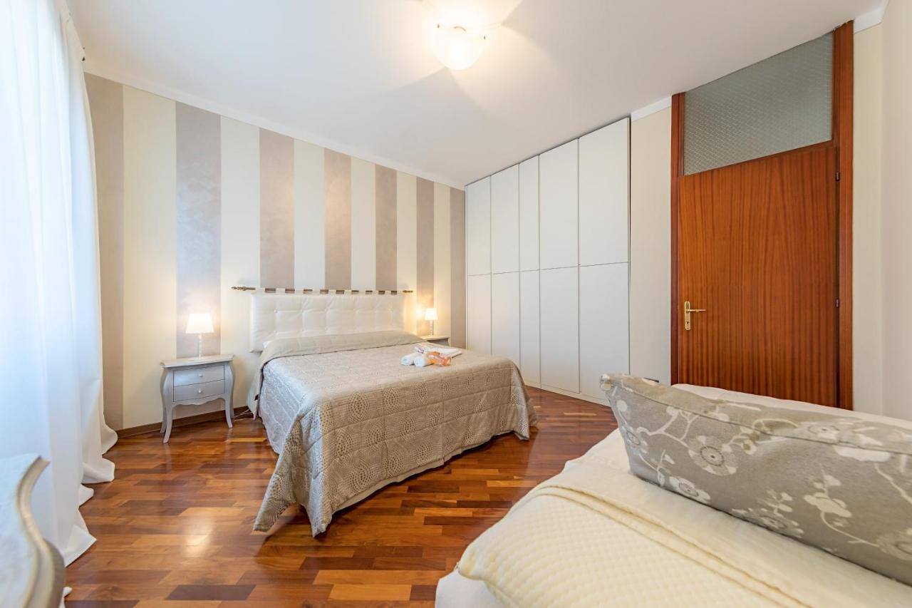 Schlafzimmer Set Linus Apartment Le Due Pigne Lonato Italy Booking