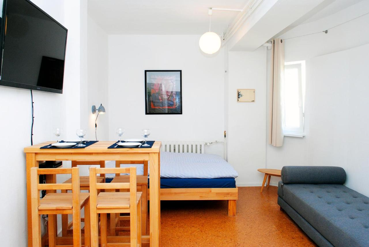 Bettdecken Bei Real Appartement über Dem Kino Toni Berlin Germany Booking
