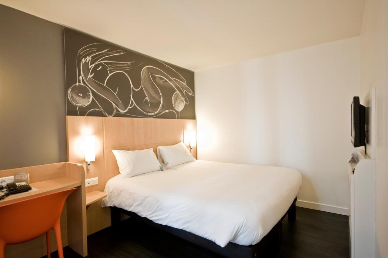 9 Rue De La Chaise Paris Hotel Ibis Paris Père Lachaise France Booking