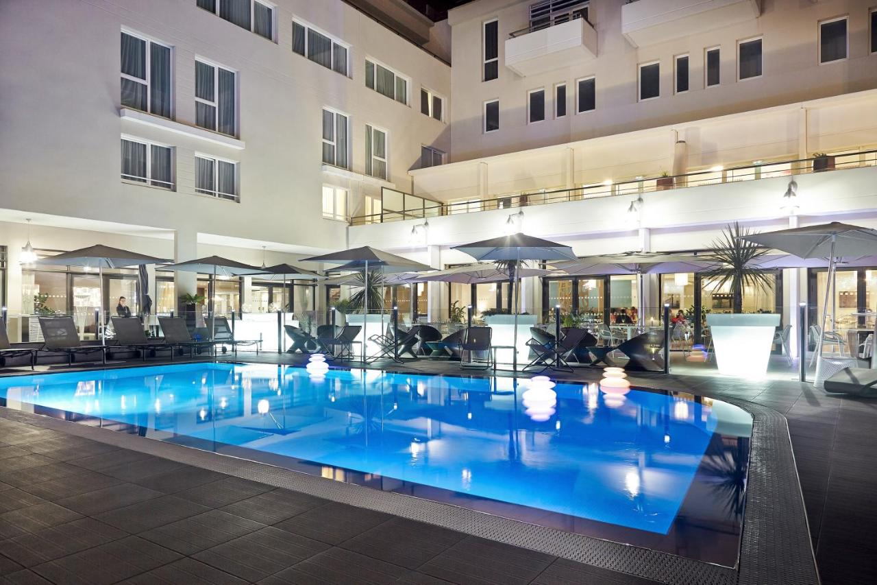 Avignon Hotel Piscine Novotel Avignon Centre France Booking