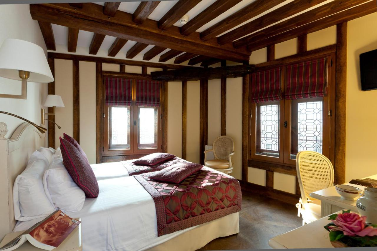 Hotel Luxe Mont Saint Michel Auberge Saint Pierre Le Mont Saint Michel France Booking