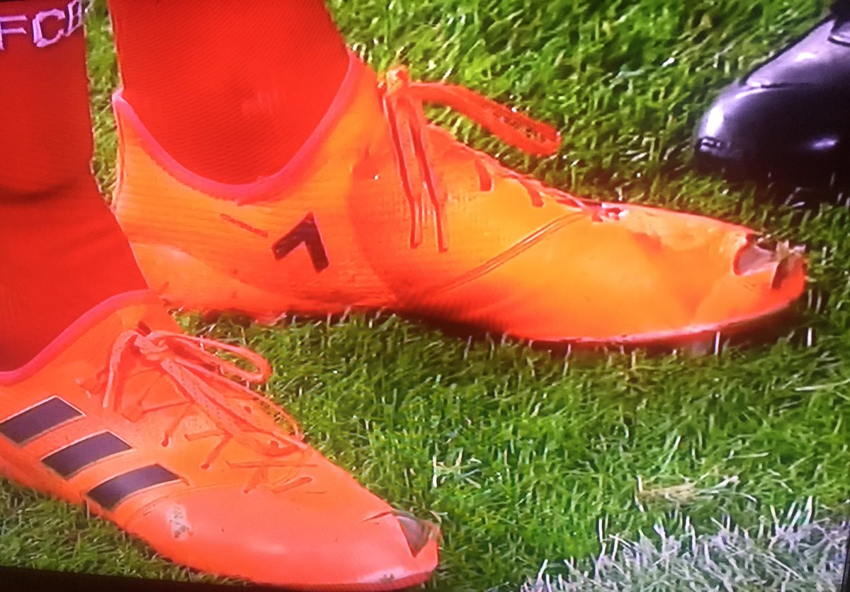 Orange Dortmund The Reason Why Hummels Cut Holes In His Boots Against Dortmund