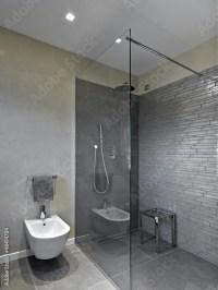 """""""box doccia in vetro e muratura nel bagno moderno ..."""
