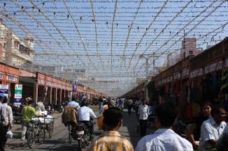 C'etait la Diwali, le nouvel an Indien et les rues etaient decorees de fleurs et de guirlandes. A Jaipur