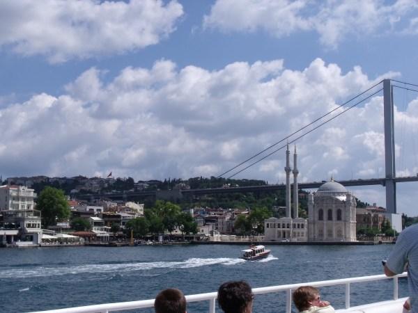 """トルコ イスタンブール ボスポラス海峡""""要衝のクルージング"""""""