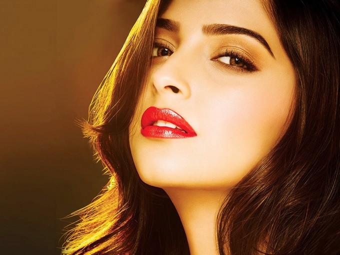 Aishwarya Cute Wallpaper インドで大人気の美人女優まとめ。エキゾチックな雰囲気が魅惑的♡ Tabippo Net タビッポ