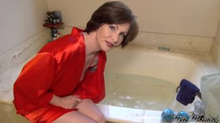 Mrs Mischief – Bathtime Sex Talk With Mom