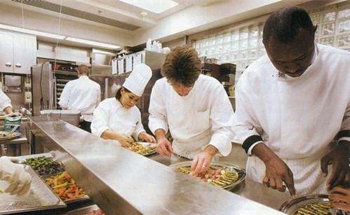 Sau đó vào năm 1983, cô chuyển đến Chicago để làm những công việc bếp núc nhỏ. Sau khi tích lũy kinh nghiệm thì cô được chọn vào làm đầu bếp ở Nhà Trắng.