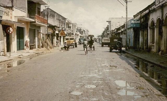 Đường phố ở trung tâm Nha Trang.