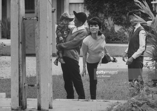 Bà Trần Lệ Xuân cùng gia đình tại khu tư dinh ở Đà Lạt, 1962.