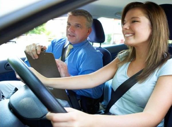 Как да изберете инструктор за вашия шофьорски курс?