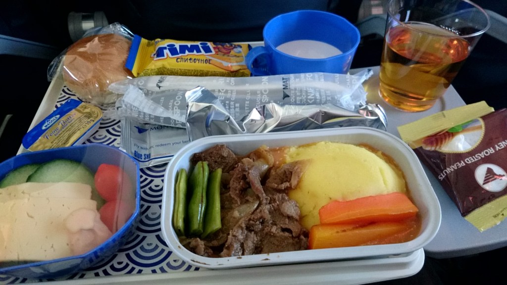 モンゴル航空の機内食(帰り)