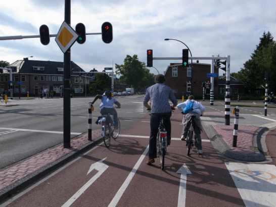 自転車の 車道 自転車 狭い : 舛添知事はドイツを自転車 ...