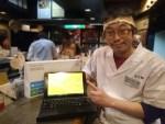 700グラム足らずの軽量Windows10タブレット型PCは、たこ梅 北店の大西さんの元へ!!