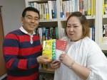 ワクワク系マーケティング実践講座2018に参加する髙羽さんに参考図書をプレゼント!