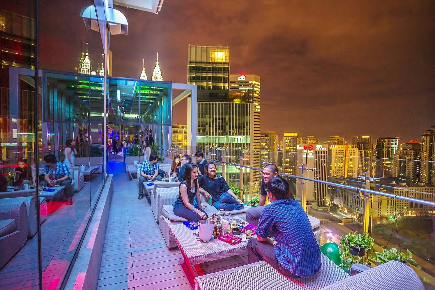 Rooftop Zwembad Kuala Lumpur 10 Restaurants Bars That Gives You The Best View Of Kuala