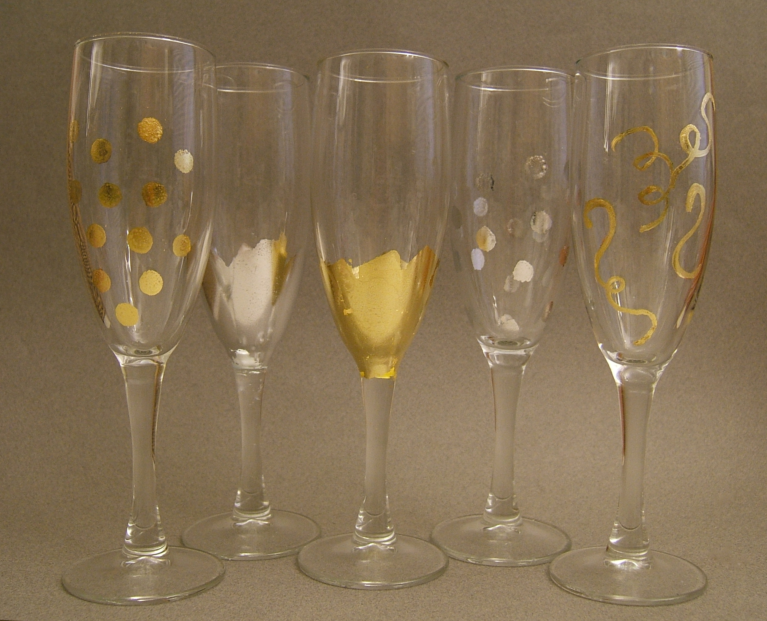 Diy Wedding Champagne Glasses Ideas Diy Gold Leafed Flutes Great Gifts Or Wedding Mementoes