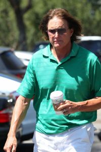 xbruce-jenner-goes-for-a-walk.jpg.pagespeed.ic.pZgNHHrGrO