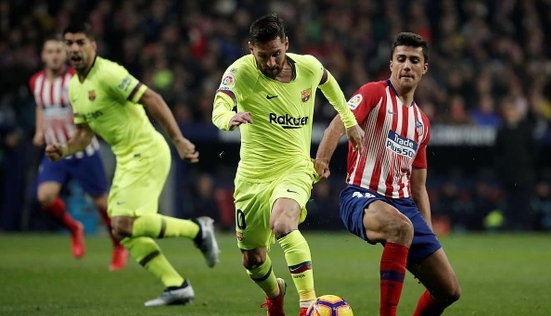Barcelona empató en la agonía ante el Atlético y sigue puntero