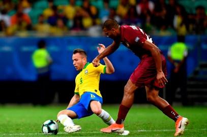 Venezuela saca puntos por primera vez ante un equipo anfitrión
