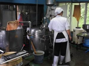 大豆を炊く&絞る機械