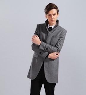 スーツ×ブーツ×グレートレンチコート