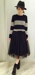 セーター×チュールスカート×ブーツ×ハット帽