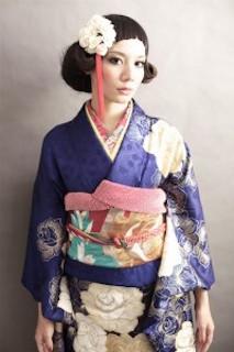 卒業式の袴に合うショート女性のカールを使った髪型