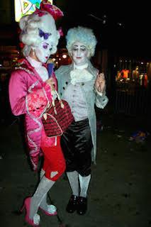 派手めの貴族衣装のおもしろいハロウィンで人気の仮装