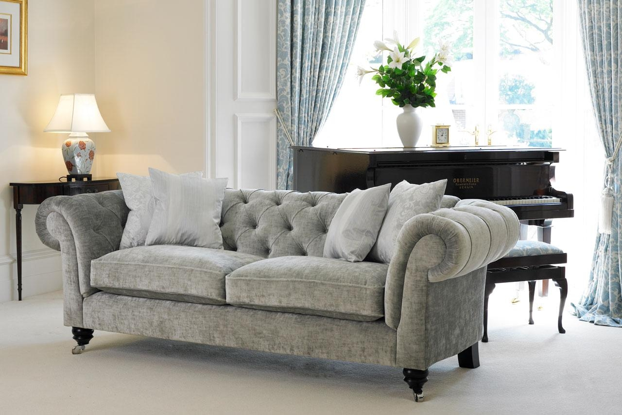 Deco Salon Chesterfield 20 Photos Chesterfield Sofas And Chairs Sofa Ideas