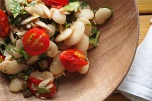 سلطة الطماطم الكرزية والفاصوليا للرجيم TunaTomatoSalad5.jpg