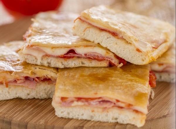 طريقة بيتزا بشرائح اللحم الايطالية file_53da47cb7375d.j