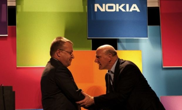 elop ballmer1 e1349265859685 Estaria mesmo a Nokia consierando adotar o Android (finalmente)?