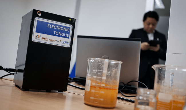 650 1000 thai Um restaurante tailandês que usa um robô que detecta sabores autênticos
