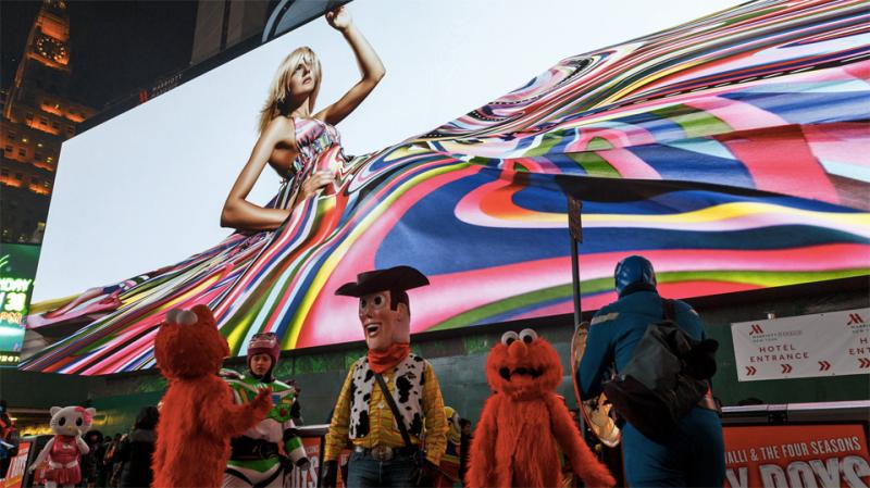bill Uma nova tela na Times Square é tão grande quanto um campo de futebol