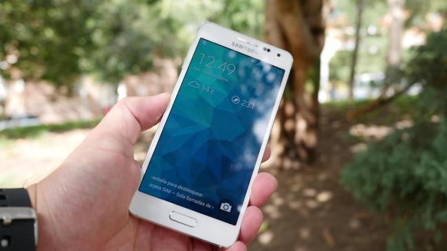 650 1000 1000 1000 galaxy alpha 001 Samsung Galaxy Alpha é o primeiro smartphone com Gorilla Glass 4, e NINGUÉM sabia disso!