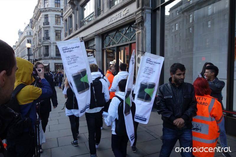 iphone-samsung-launch-london-2