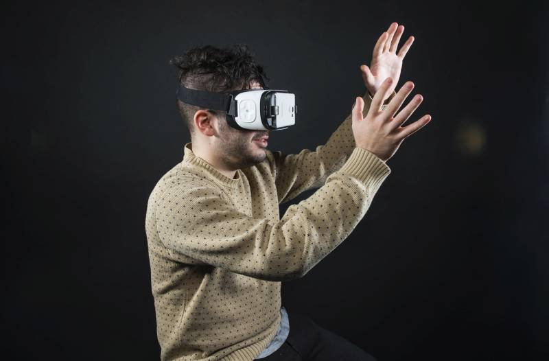 NEW YORK, NY - NOVEMBER 19: Huffington Post editors try out the new Samsung Gear VR virtual reality headset in New York on Thursday Nov. 19, 2015. (Photo by Damon Dahlen, Huffington Post) *** Local Caption ***