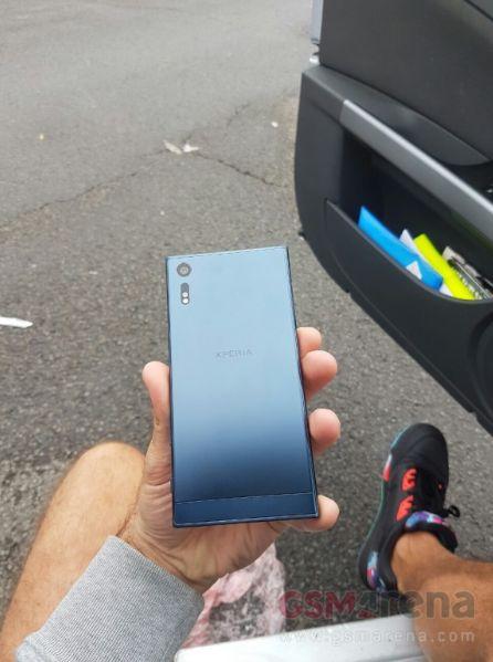 Sony Xperia F8331 05