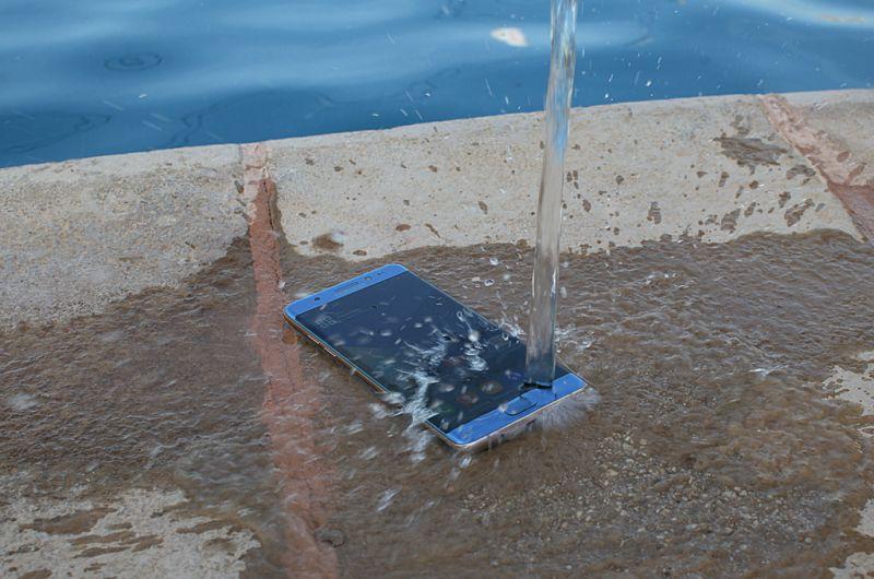 smartphone-resistente-a-agua