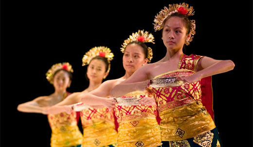 Contoh Tari Sebagai Hiburan Contoh Makalah Kebudayaan Tentang Budaya Jawa Dan Jenis Tarian Bali Beserta Fungsinya Jenis Tarian Tradisional