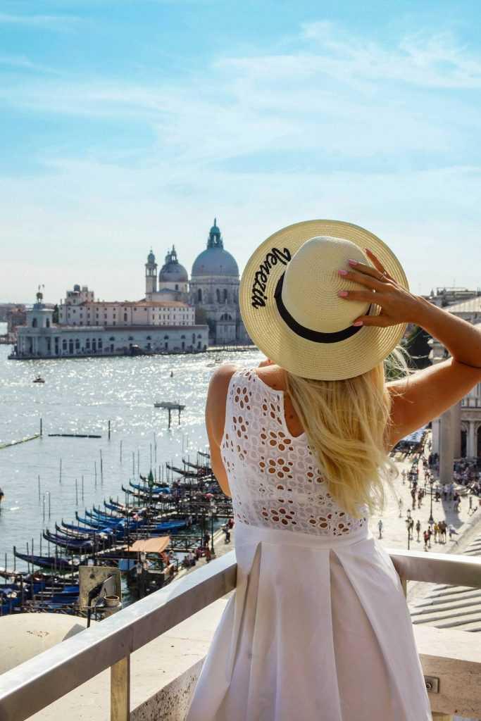 Wenecja widok na gondole