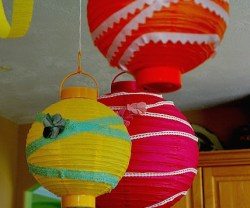 eembellished+lanterns+hanging[1]