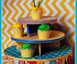 pennant+cupcake+tower[1]