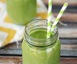 Green Smoothie Recipe (sneak in some veggies for those picky eaters)