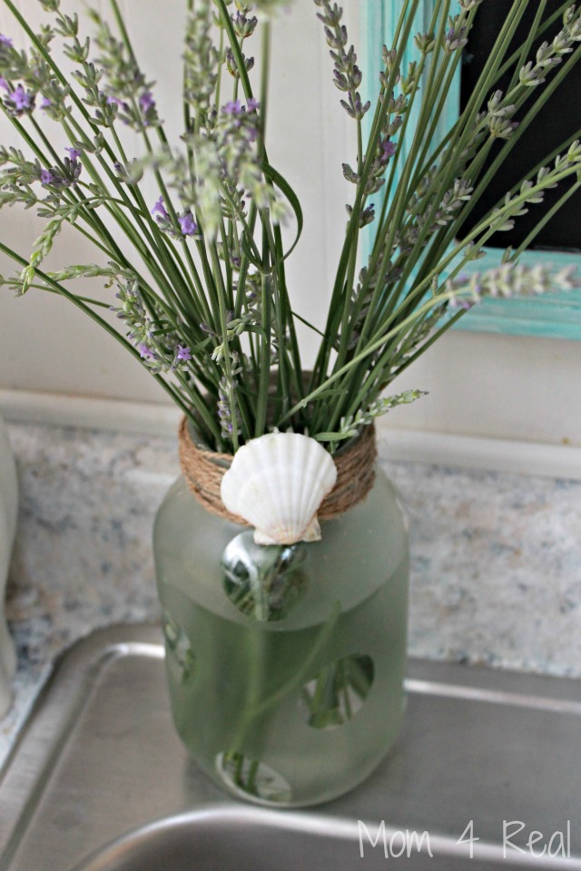 Frosted-Mason-Jar-Vase-With-Seashell-Embellishment[1]