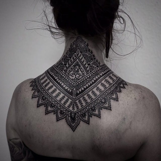 Tattoo Nacken Frau 16 Elegant And Bold Nape Tattoos | Tattoodo